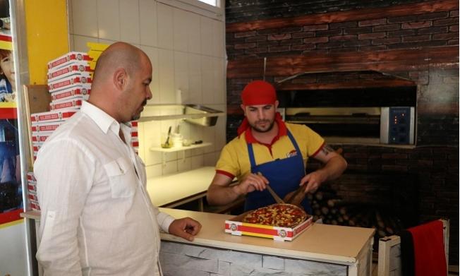 Artık Pizzalara Kimse Tüküremeyecek