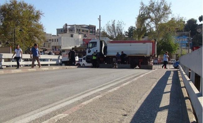 Mersin'de Tarihi Köprüyü trafiğe Kapatma Tartışması