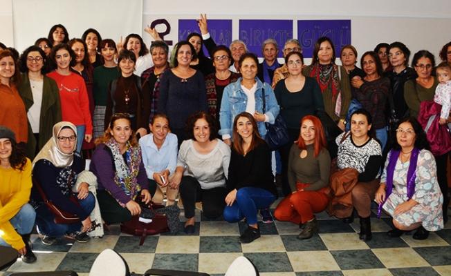 Mersin'de Kadınlar, 'Kadınlar Birlikte Güçlü' Diyerek Bir Araya Geldi.