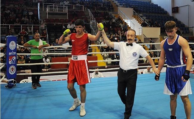 Türkiye Büyük Erkekler 2. Grup Ferdi Boks Şampiyonası Mersin'de Başladı