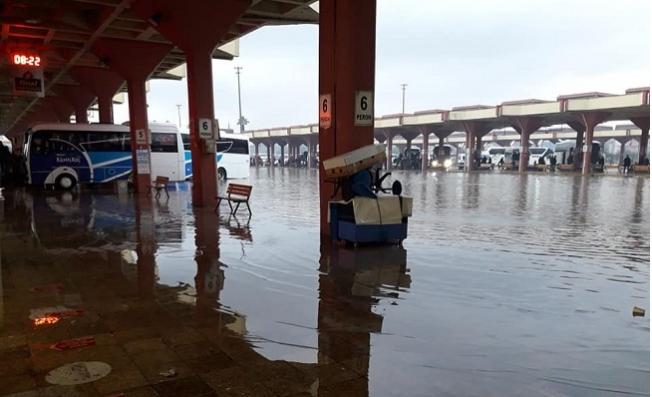 Komşu Adana'da Otogarı Su Bastı