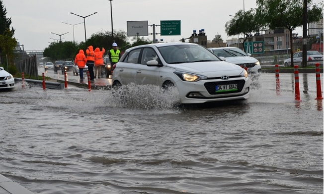 Komşu Adana'da Yağmur Yolları Göle Çevirdi