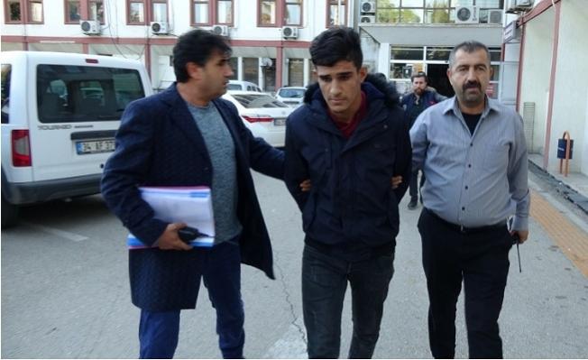 Mersin'de Eşcinselleri Bıçaklayıp Gasp Ettiler