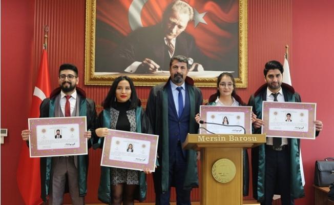 Mersin'de Stajını Tamamlayan 4 Avukat Yemin Edip Cüppe Giydi