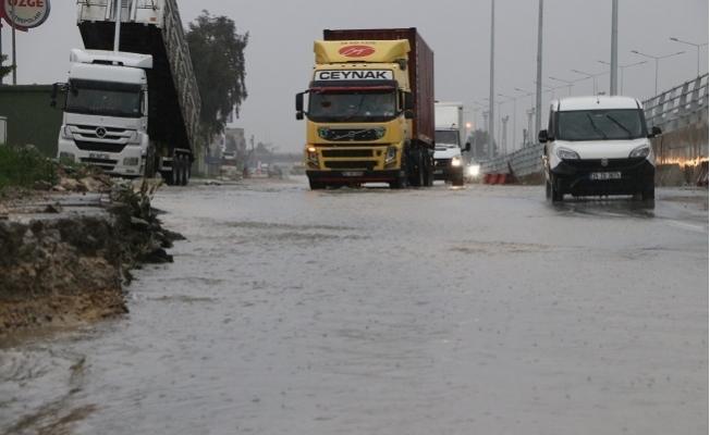 Mersin'de Yağmur Etkili Olmaya Devam Ediyor
