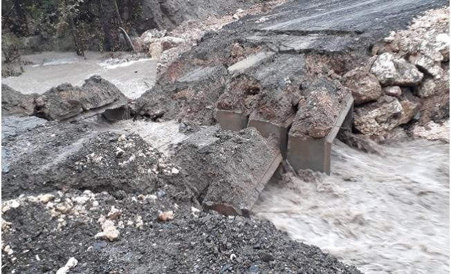 Mersin'de Yoğun Yağışlar Köprü  Çökertti ve Dereleri Taşırdı
