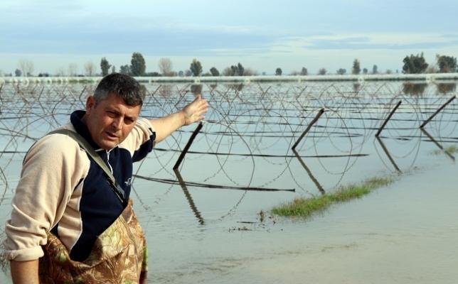 Türkiye'nin Kışlık Sebze Üretim Merkezinde Seralar Sular Altında