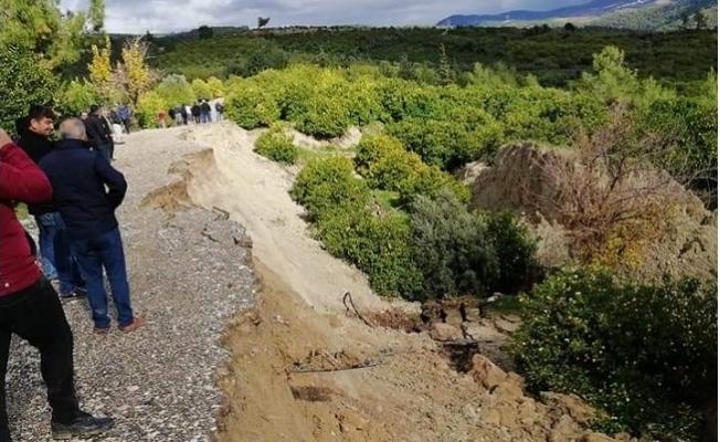 Mersin'de 700 Dönümlük Tarım Arazisinde Heyelan Büyük Korku Yarattı