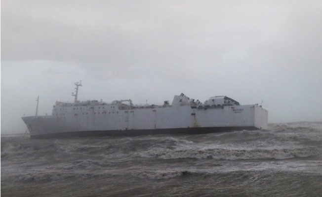 Mersin'deki Fırtına 500 Ton'luk Gemiyi Karaya Oturttu.