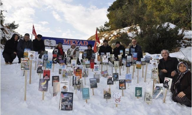 Mersin Yazarlar Derneği, Kar Üstünde Kitap Sergisi Açtı
