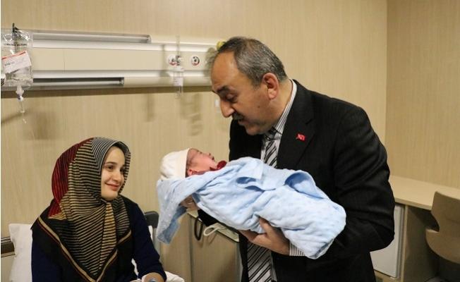 Mersin'de Yeni Yılın İlk Bebeği Doğdu