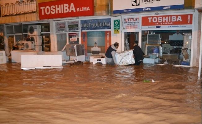 Bozyazı'da Sini Çayı Taştı Ev ve İşyerleri Sular Altında Kaldı