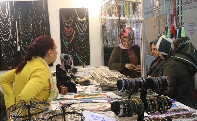 14. Sevgililer Günü Hediyelik Eşya, El Sanatları ve Yöresel Ürünler Fuarı Mersin'de Açıldı