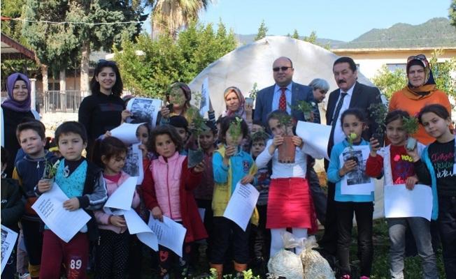Bozyazı'da Anasınıfı Öğrencileri, Okul Bahçesine Çiçek Dikti