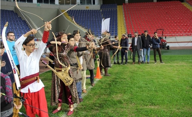Geleneksel Okçuluk Kursları Mersin Stadı'nda Başladı