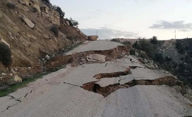 Mersin'de Aşırı Yağıştan 11 Mahalle Yolunda Heyelan Meydana Geldi