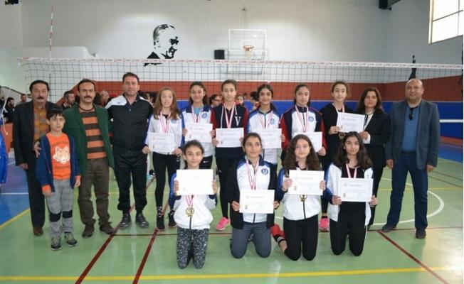 Bozyazı'da Yıldız Kızlar Voleybol Birinciliği Müsabakaları Sona Erdi