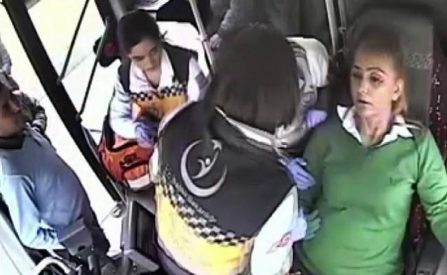 Fenalaşan Otobüs Şoförü Kendini de Yolcuları da Kurtardı