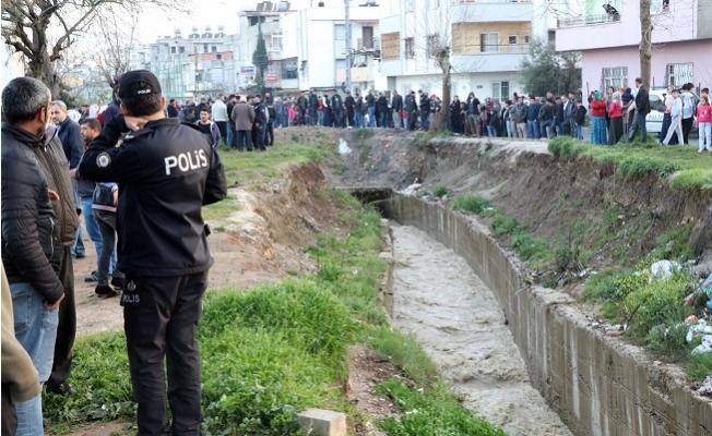 Mersin'de Kanala Düşen Kardeşlerden Biri Kayboldu, Diğeri Yaralı Kurtarıldı