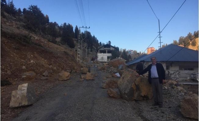 Mersin'de Dev Kayalar Evin Üzerine Düştü