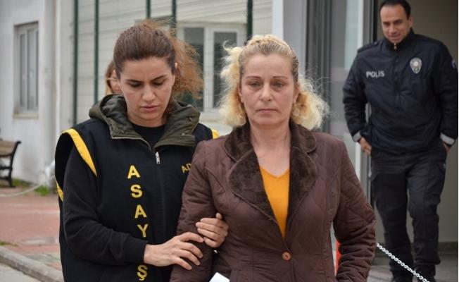 """Tesettürlü Kadınlara Saldıran Kadın: """"Benim de Ailem Kapalı"""""""