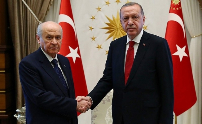 Bu Anket Başka Anket: MHP, AKP'yi Kemiriyor