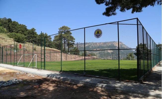 Erdemli'de Her Mahalleye Futbol Sahası