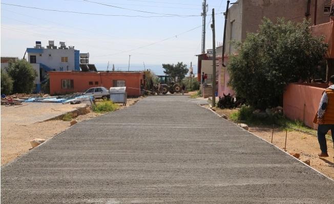 Erdemli'de Beton Yol Uygulaması Devam Ediyor