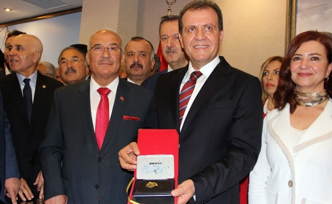 Mazbatasını Alan Seçer, Mersin Büyükşehir'i Selefi Kocamaz'dan Devraldı