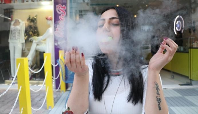Mersin'de Bu Dondurmayı Yiyenin Ağzından Duman Çıkıyor