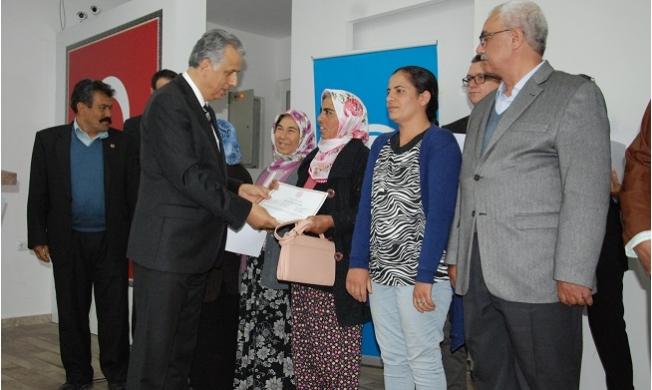 Silifke'de Eğitim Kurslarına Katılan Çiftçilere Sertifikaları Verildi