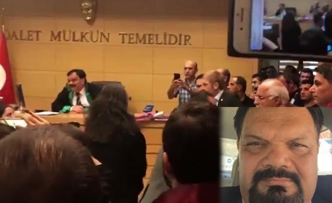 Avukatın Etek Boyunu Beğenmeyen Hakim Fotoğraf Çektirdi.