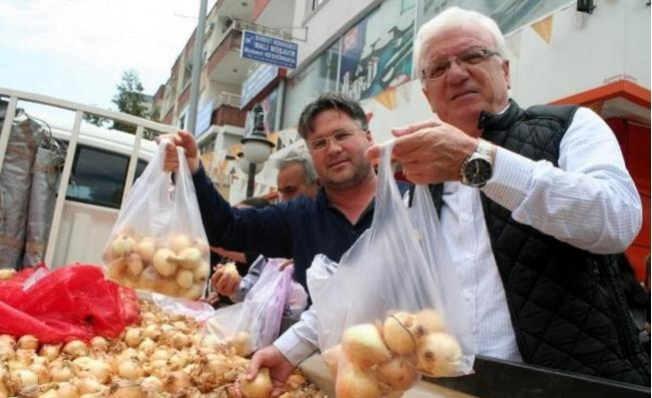 Mersin'de 5 Ton Kuru Soğan 1 Saat İçinde Tükendi