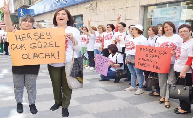 Mersin'de CHP'li Kadınlardan Ekrem İmamoğlu'na Destek