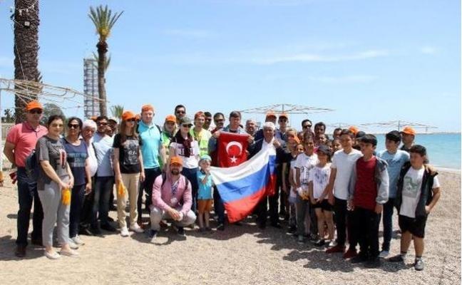 Silifke'de Sahil Temizliği Etkinliğine Turistlerden Yoğun İlgi