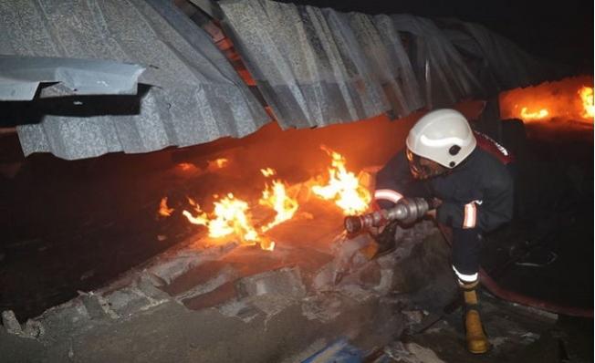 Mersin'de Fabrika Yangın Paniği