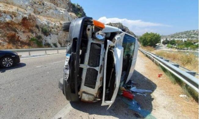 Silifke'de Minibüs Devrildi: 1 Yaralı