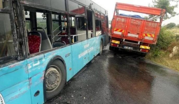Mersin'de Otobüsle Kamyon Çarpıştı: 3 Yaralı