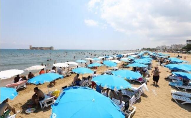 Mersin'de Sıcak Hava Bunaltı, Plajlar Doldu Taştı