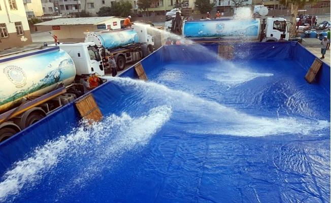 Akdeniz Belediyesi Mersin'de 4 Farklı Mahalleye Portatif Yüzme Havuzları Kurdu