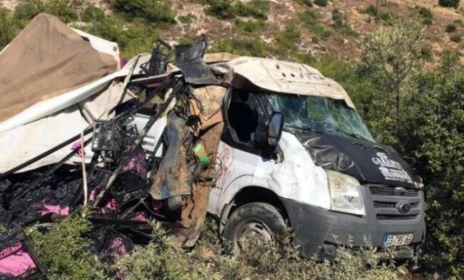 Kamyonet Uçurumdan Yuvarlandı: 5 Yaralı