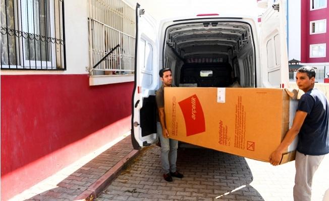 Mersin Büyükşehir  22 Aileye Eşya Yardımı Yaptı