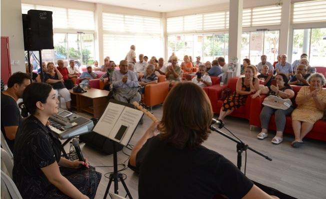 Mersin Büyükşehir Belediyesi Emekli Evinde Yaşlıların Müzik Keyfi