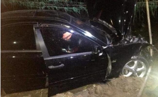 Sürücülerinin Yolu karıştırdığı İki Otomobil Kanala Uçtu: 2 Yaralı