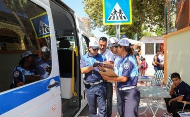 2397 Servis Aracı Denetlenirken Veliler de Uyarıldı