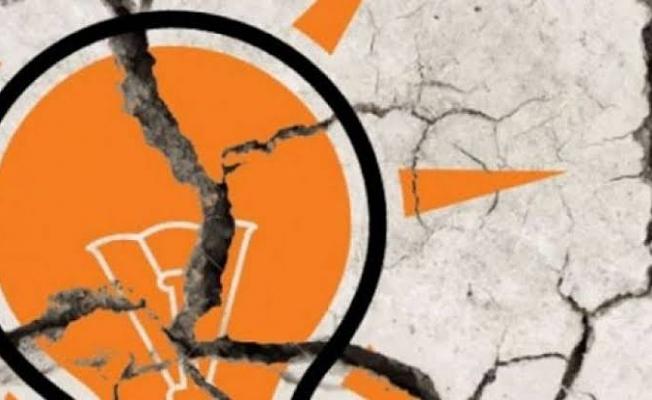 AKP İstifaları Durdurmanın Yollarını Arıyor