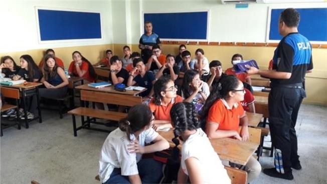 Mersin'de Toplum Polislerinden Öğrencilere Uyarı
