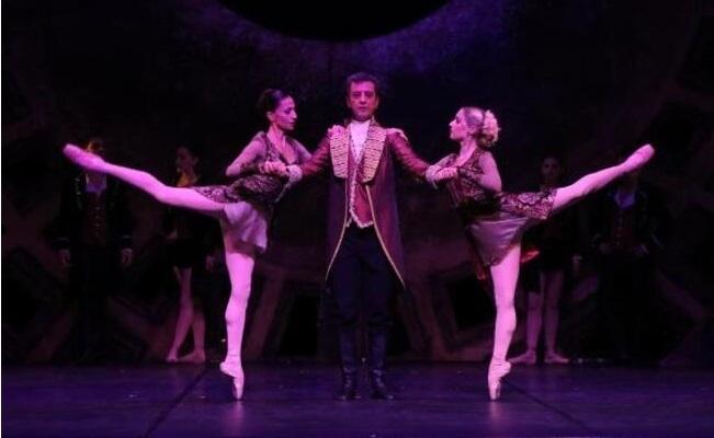 Amadeus, Kapalı Gişe ile Sanatseverle Buluştu