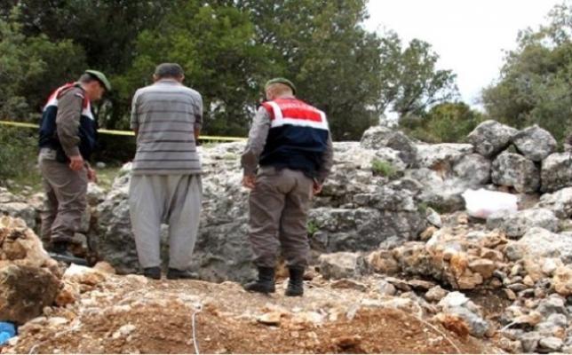 Mersin'de Define Kazısı Yapan 4 Kişi Yakalandı