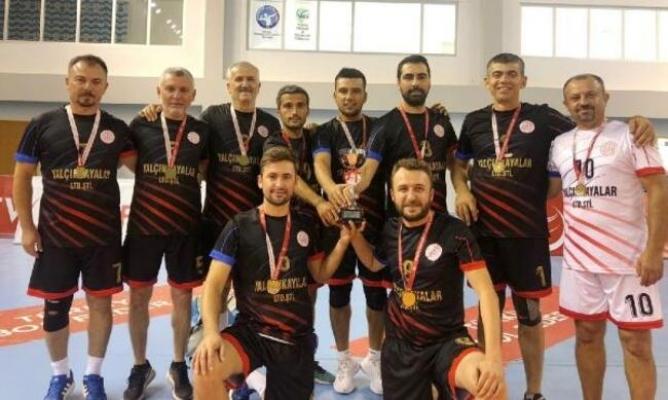 Öğretmenler Voleybol Kupası'nda Şampiyon Anamur İlçe Milli Eğitim Müdürlüğü